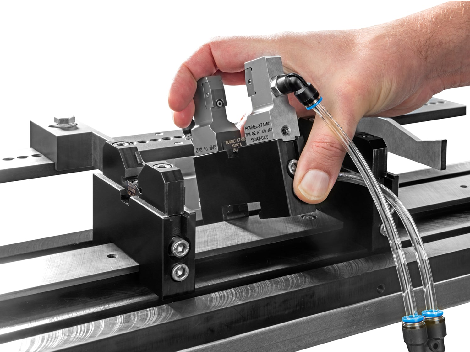 AG380 - Simple spacer and a fast clamping system