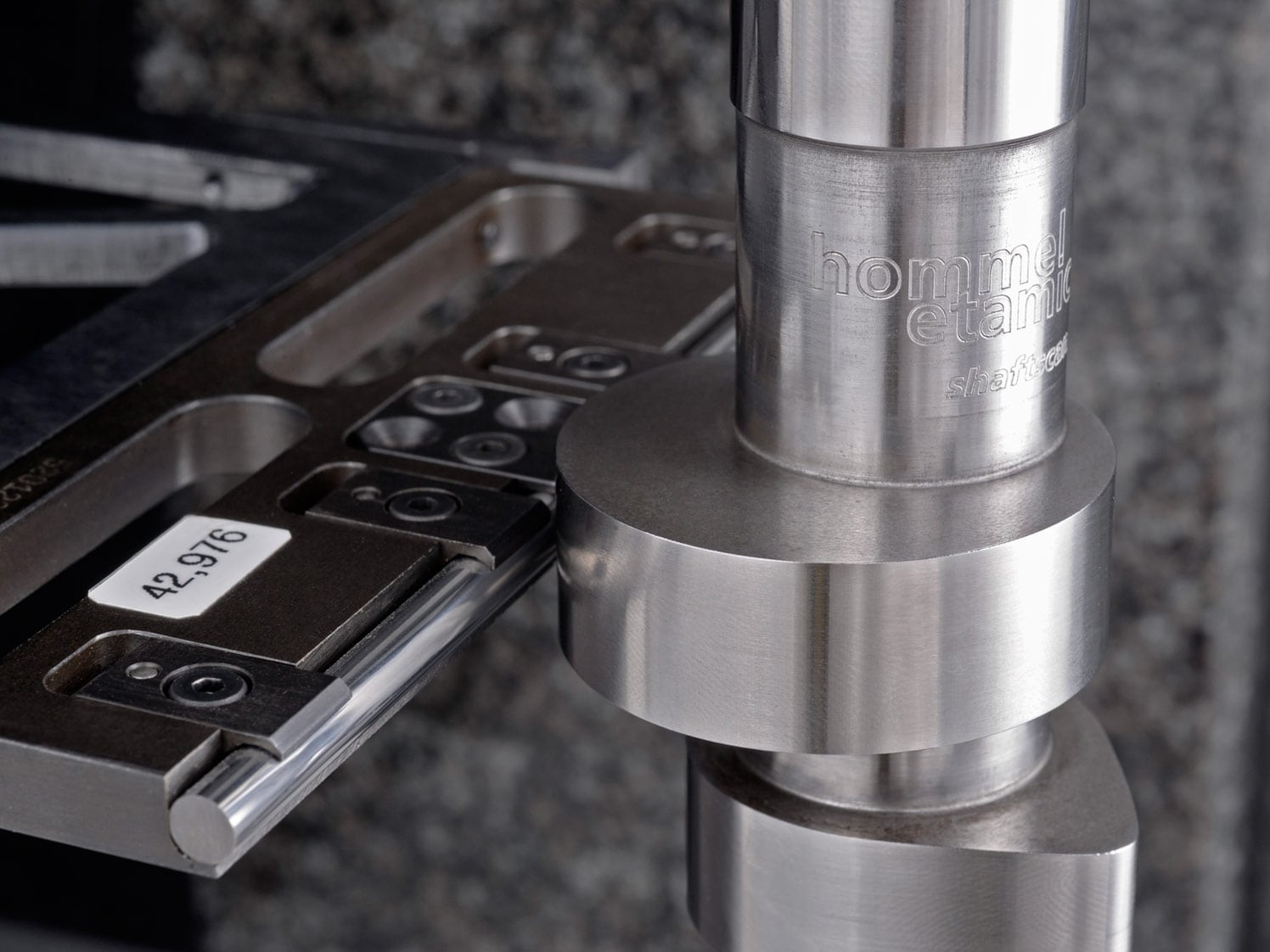 Measuring Systems: Inspecting Crankshafts and Camshafts | Jenoptik